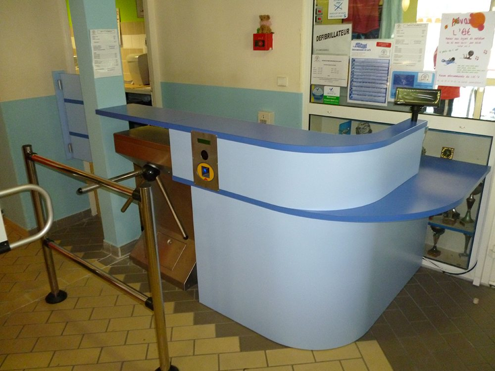 Creation banques accueil sur mesure vannes3 agencement for Agencement cuisine carree