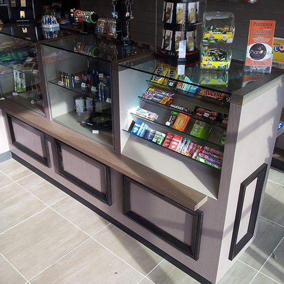 Lieux de vente magasins agencement vannes for Agencement cuisine carree