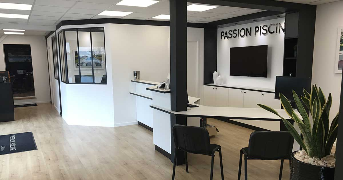 Agencement commerce vannes passion piscine facebook for Agencement cuisine carree